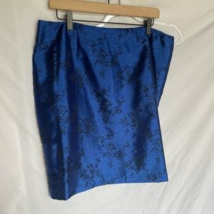Blue satin skirt with floral print